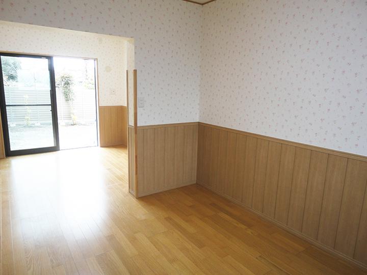 内装をトータルでリフォームしました!もとはDKと和室が2部屋でしたが床をフラットにし大きな一続きの洋室になりました。