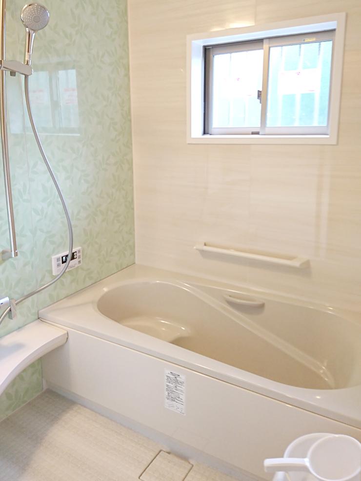 LIXILのアライズをお選びいただきました。浴槽も大きくなりくつろぎやすくなりました。